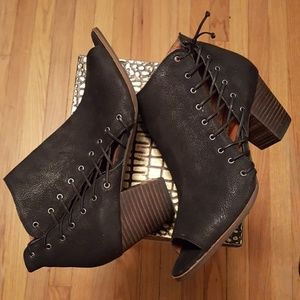 Lucky Brand Ankle Bootie